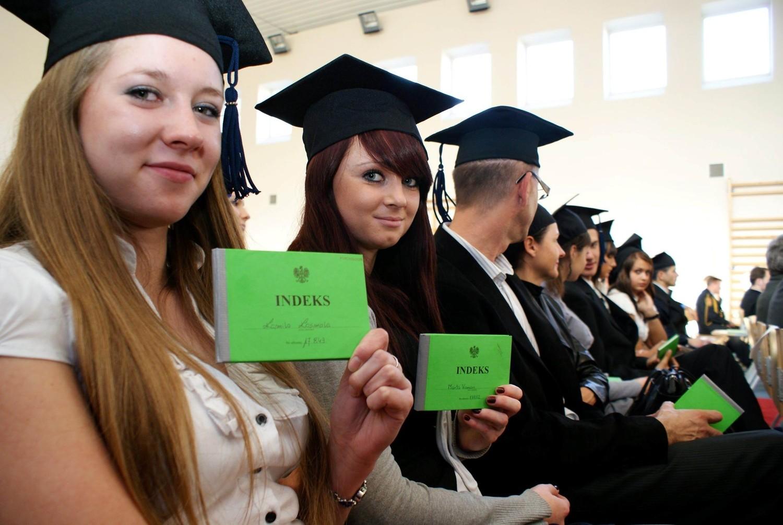 Студентка по обмену, Русская студентка по обмену опытом трахается 22 фотография