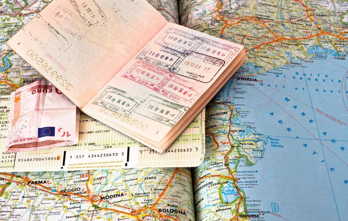 Типы шенгенских виз, что значит транзитная виза, как она выглядит в паспорте
